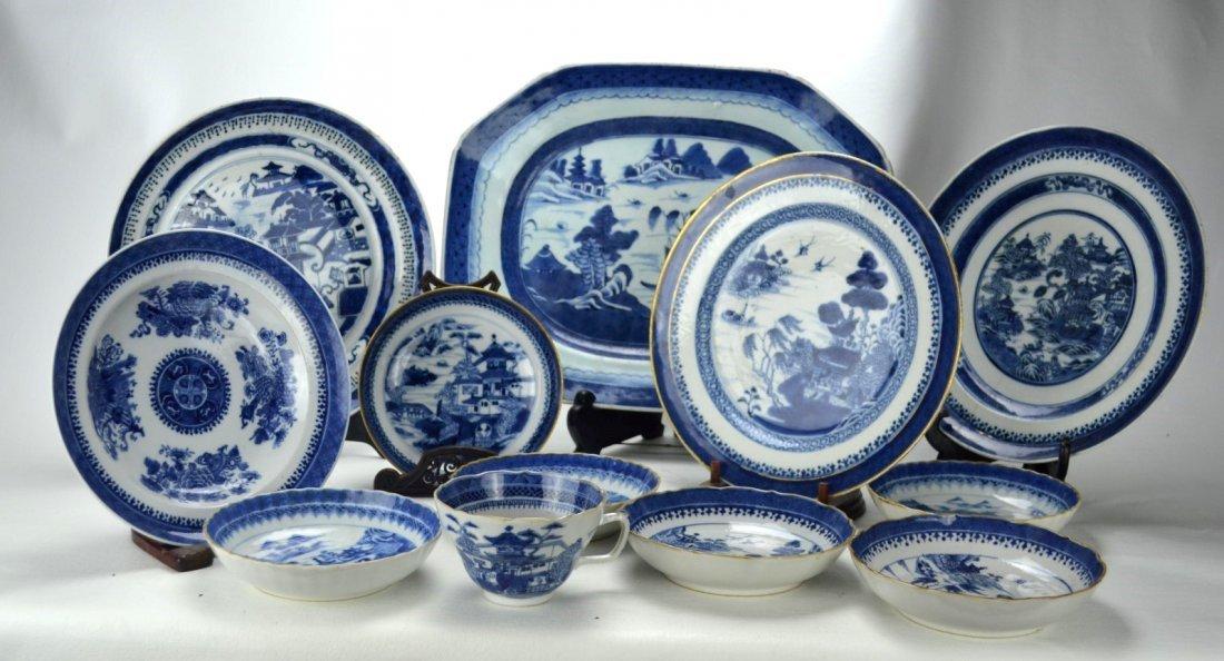 CHINESE EXPORT PORCELAIN Twelve blue & white pcs