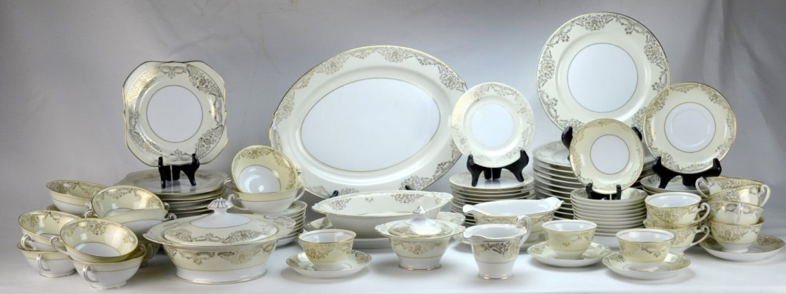 RANSOM CHINA CO. Porcelain Dinner Service for 12