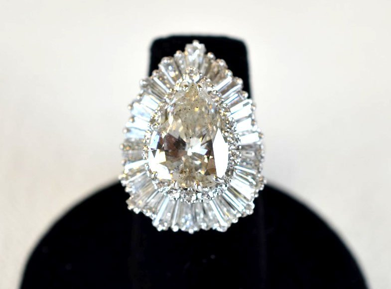Fine 10 ct Diamond & Platinum Ladies Ring