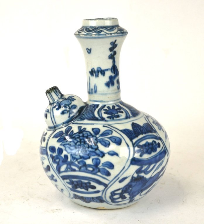 Ming Chinese Blue & White Kendi