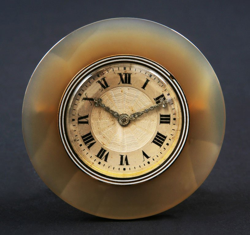 9: A Fine Agate mounted Lady's dressing table timepiece