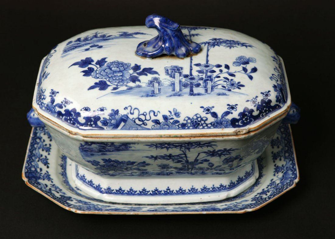 21: A Chinese Export Blue and White Tureen, with cover