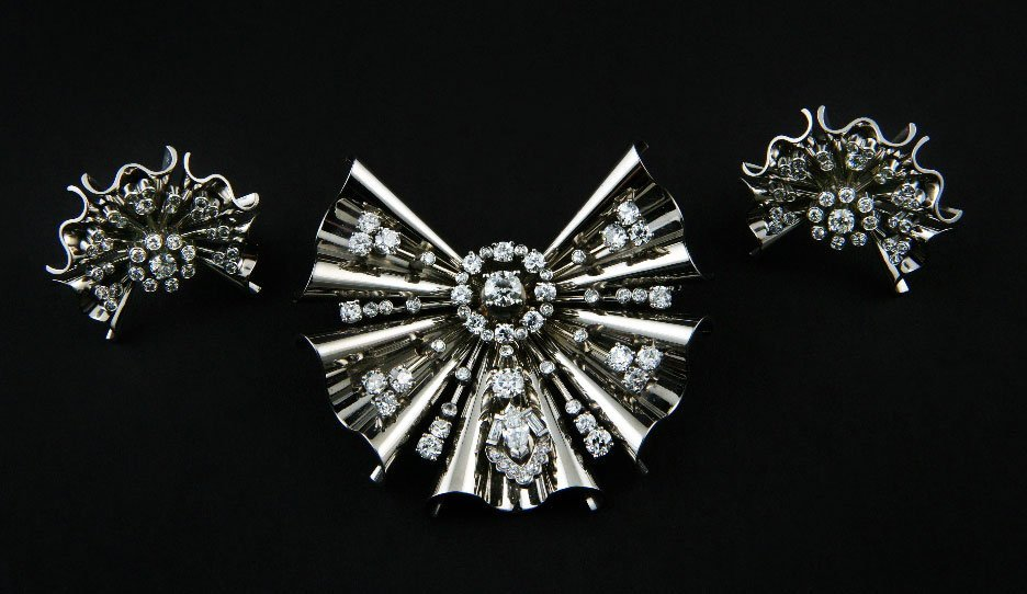46: Bulgari. A Diamond and platinum matching brooch and