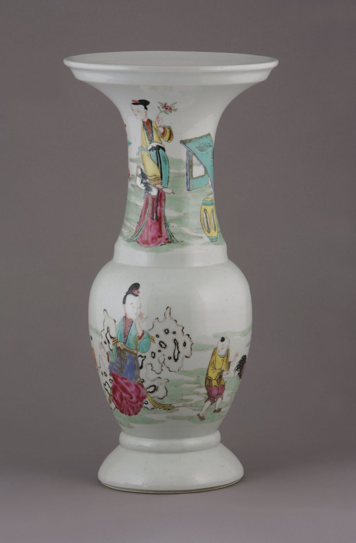 A Large Chinese Cantonese Vase. Decorated with figures