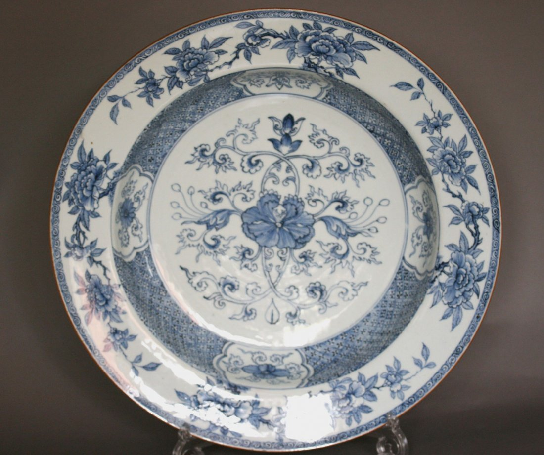 A Good Chinese Export Blue and White Dish. Kangxi (1662