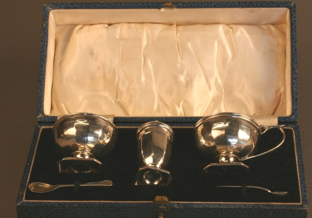 A Three Piece Condiment Set, Birmingham 1927 (the