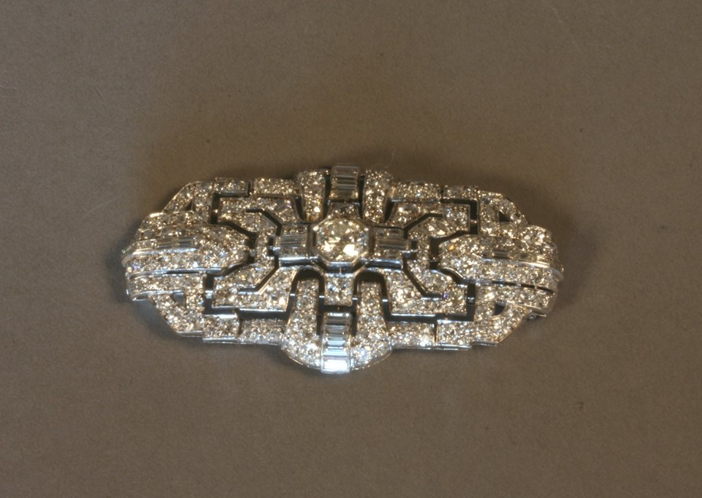 A Diamond set Brooch. Set in white gold. Hallmarked but