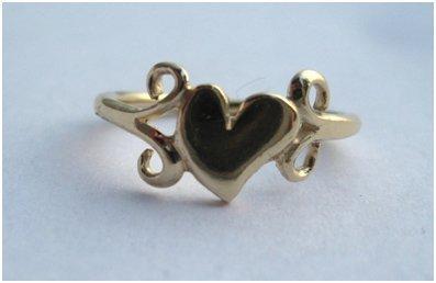 'Heart & Scrolls' ring by Kim Styles
