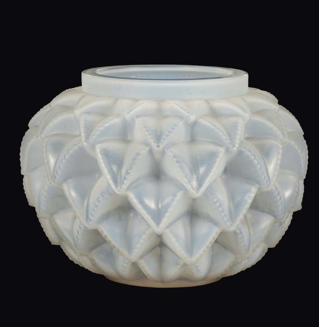"René Lalique, France, 1930 ca. A ""Languedoc"" vase in"