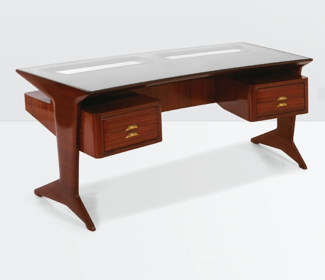 Dassi, a desk with a wooden structure and a glass top.