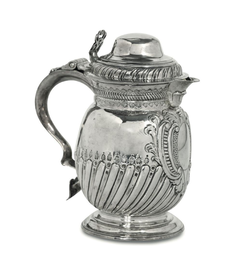 A silver tankard, T.T, London 1726