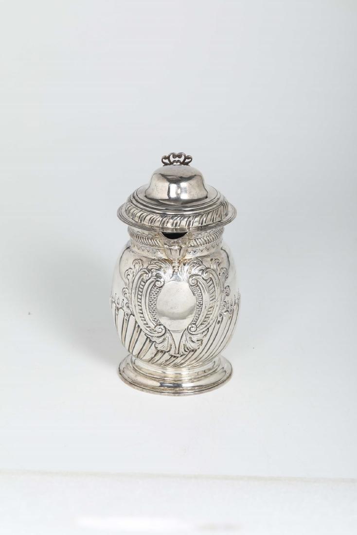 A silver tankard, T.T, London 1726 - 2