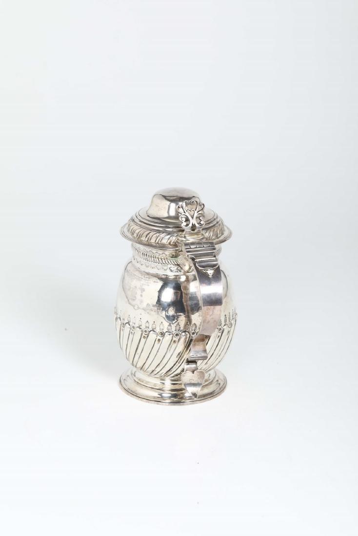 A silver tankard, T.T, London 1726 - 3