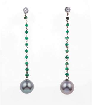 Orecchini pendenti con perle Tahiti, piccoli smeraldi e