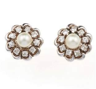 Orecchini con perle coltivate e diamanti a contorno,