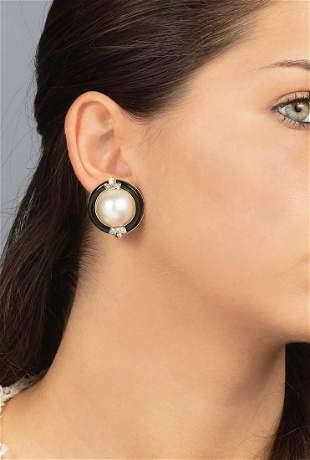 Orecchini con perle, onice e diamanti,