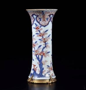 An Imari porcelain vase, China, Qing Dynasty, An Imari