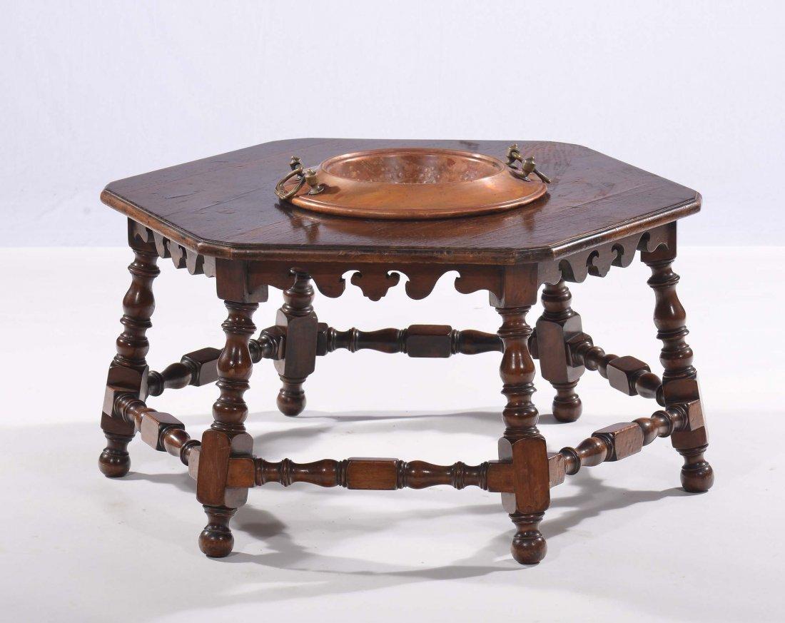 Tavolino esagonale con bracere in rame al centro