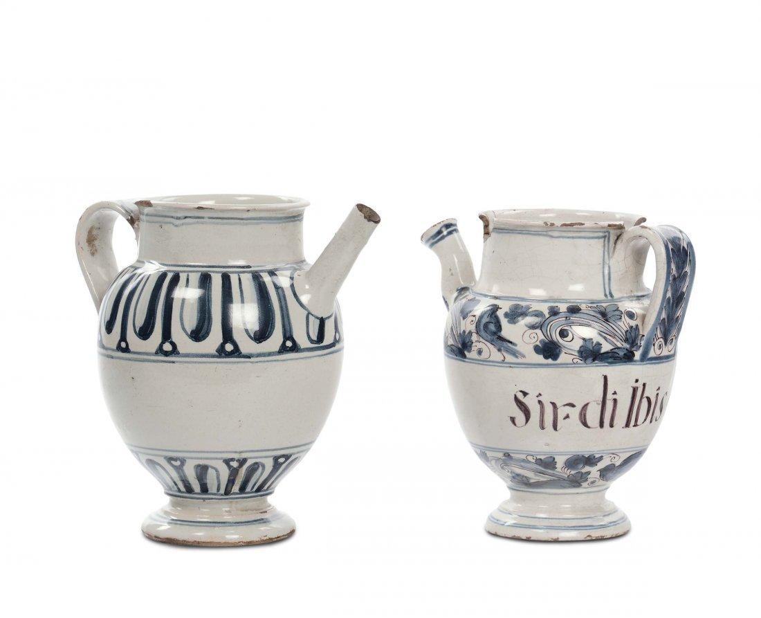 Due boccali in maiolica diversi, XVIII secolo