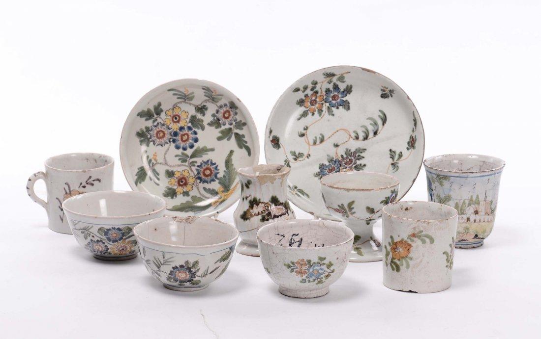 Lotto di oggetti in maiolica, XVIII secolo
