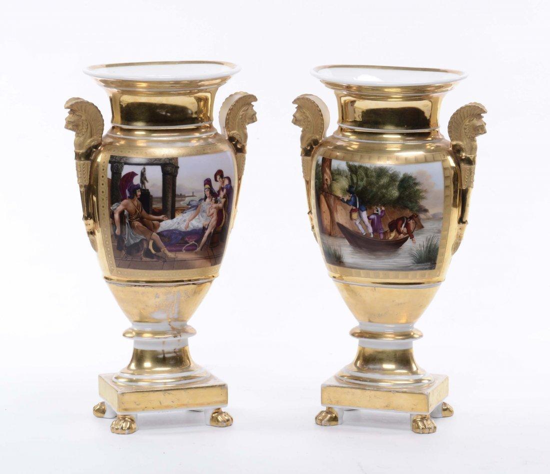 Coppia di vasi Impero di forma schiacciata con anse