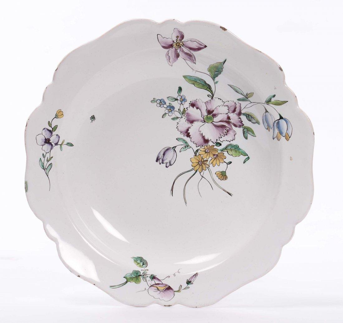 Piatto in maiolica a decoro policromo floreale, XIX