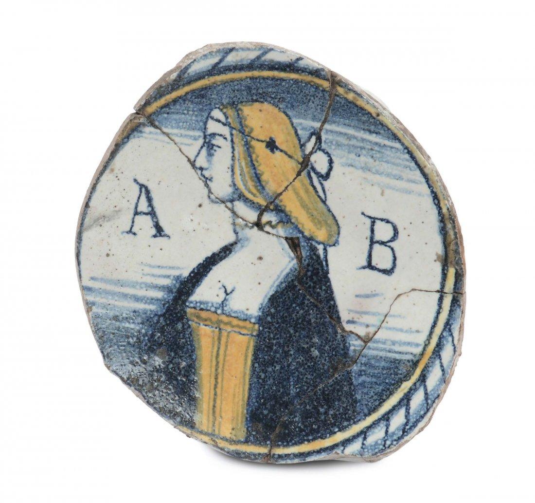 Frammento di piattino in maiolica, Viterbo XVII secolo