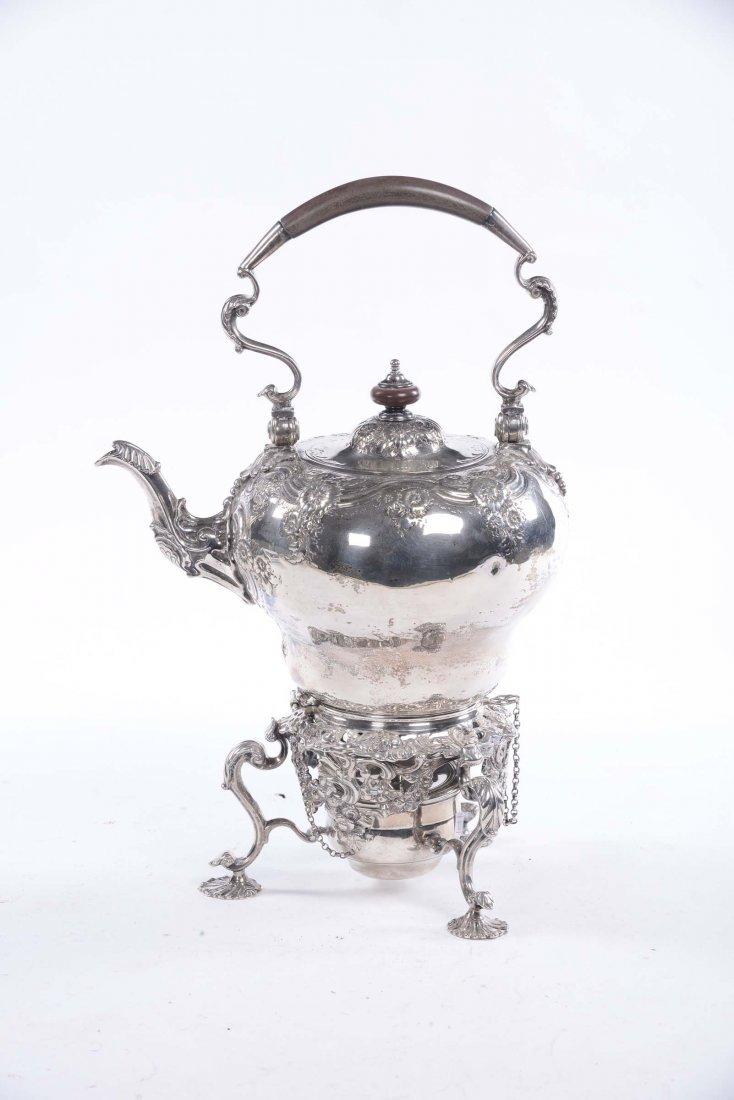 Samovar in argento sbalzato, Inghilterra XIX secolo