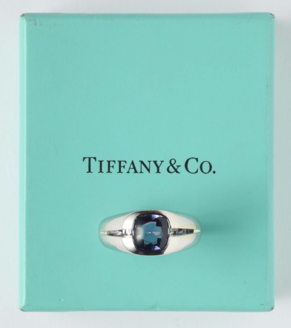 Iolite and gold ring. Signed Tiffany&Co.