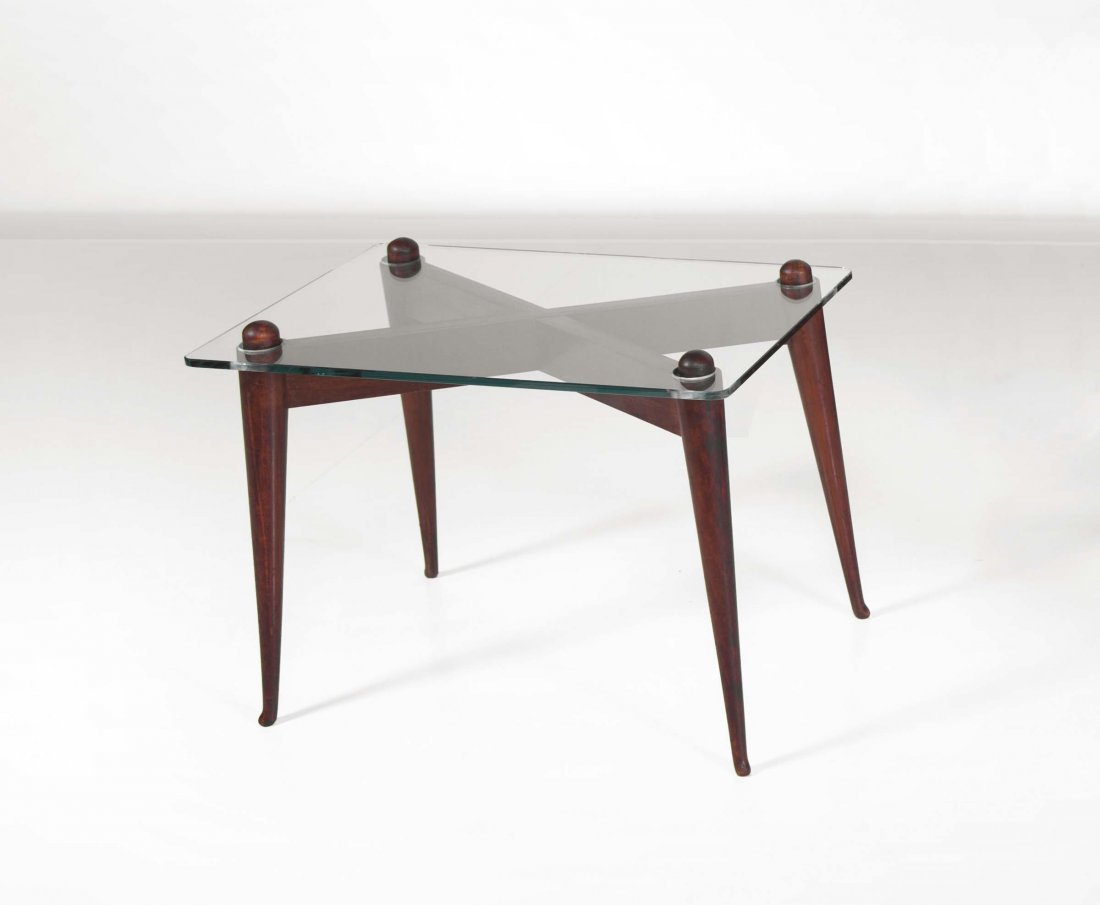 Osvaldo Borsani. Tavolo basso in legno con piano in