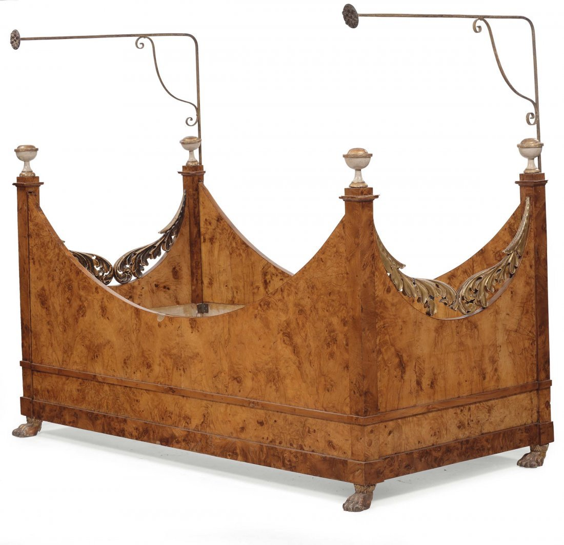 Raro lettino a barca Impero lastronato in radica, XIX