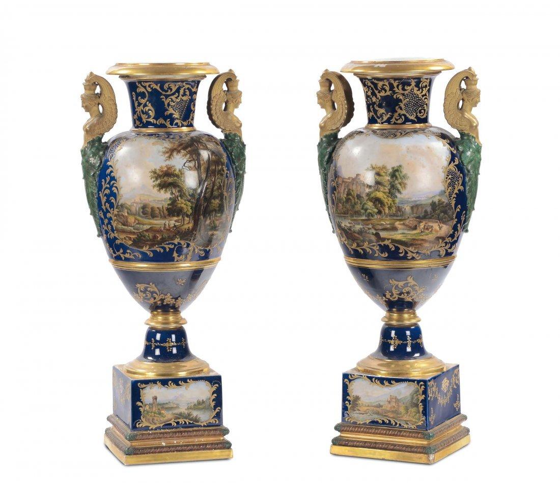 Coppia di vasi Impero in porcellana a fondo blu,
