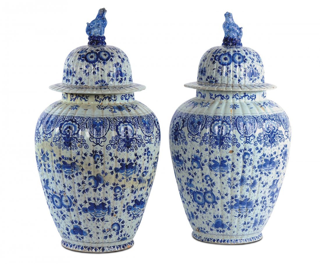 Coppia di potiches in ceramica bianca e blu, Cina