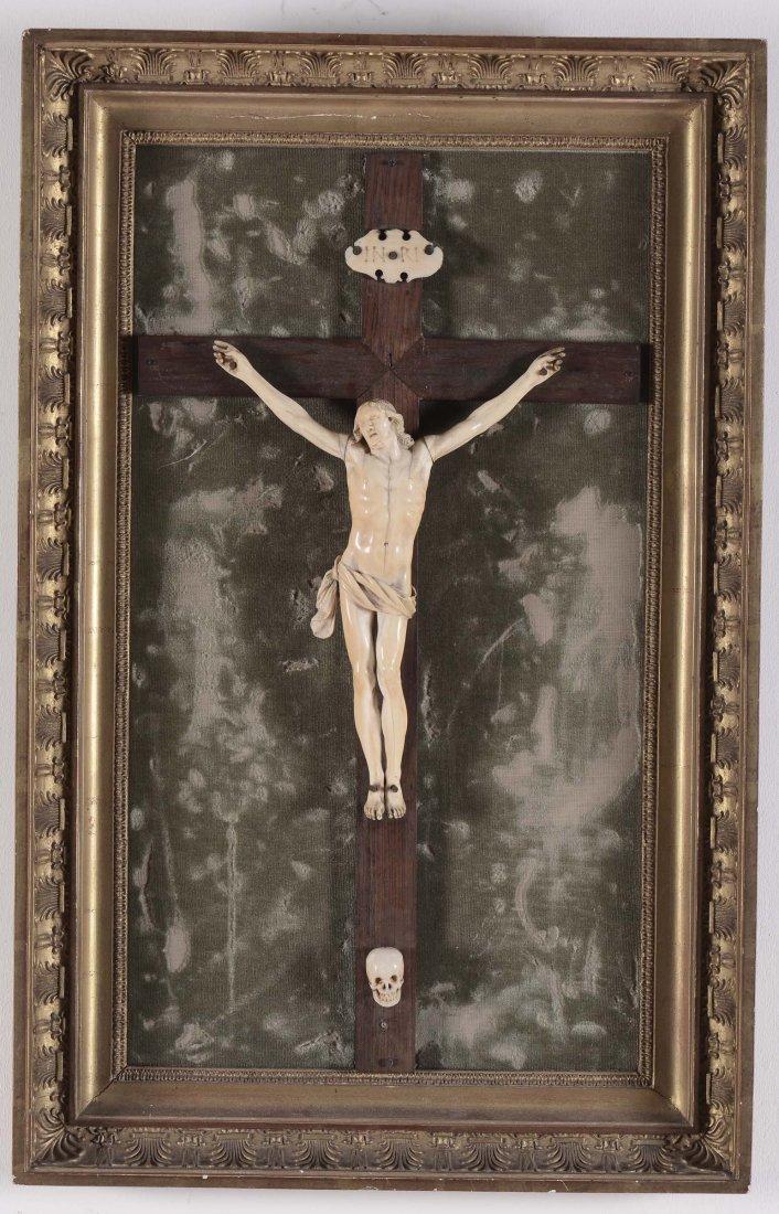 Cristo vivo in avorio scolpito con croce in legno,