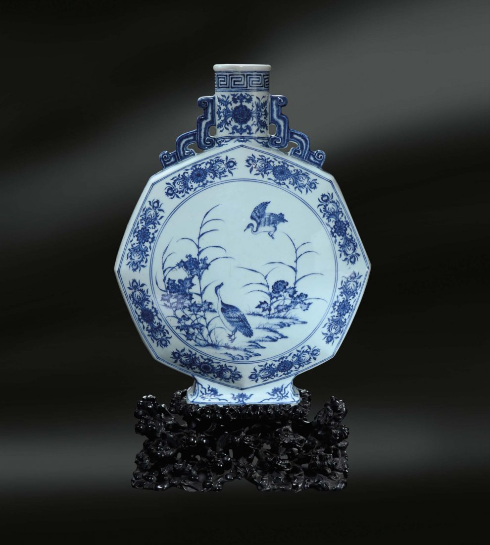 A magnificent and very rare blue and white octagonal