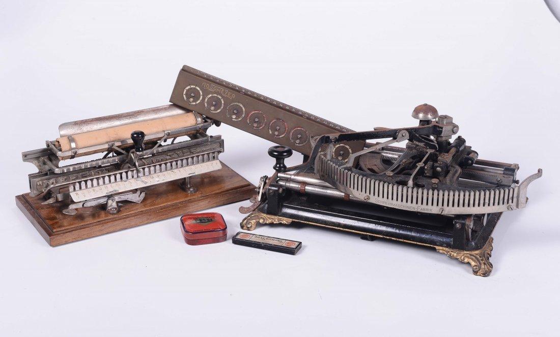 Due macchine da scrivere a scansioni di lettera, in