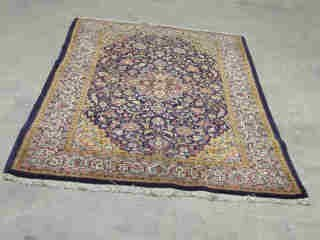14: SAROUK RUG.  Approx. 7 ft. 7 in. x 4 ft.