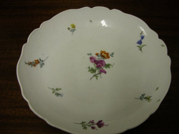 4011: Meissen Dinner Plates with Scalloped Ed