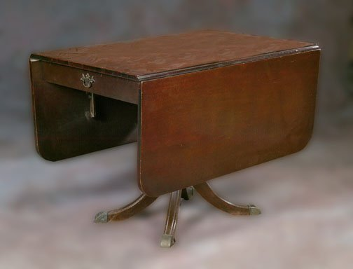 8: A MAHOGANY DROP-LEAF TABLE, 20th century.