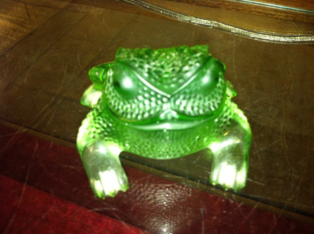 1000: Lalique Gregiore Frog in Green