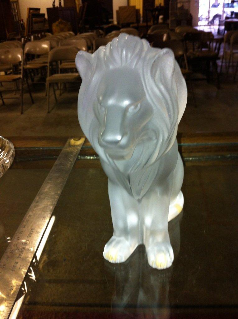1004: Lalique Seated Lion