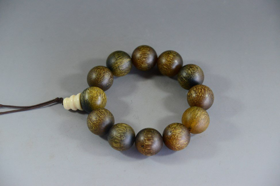 ANTIQUE CHINESE HORN AND BEAD BRACELET