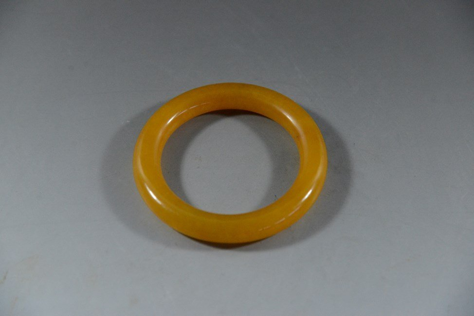 CHINESE CARVED YELLOW JADE BRACELET
