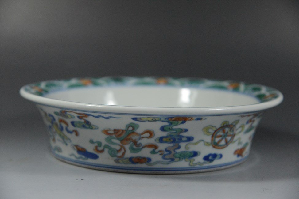 A CHINESE PORCELAIN PLANTER BOWL WITH FLYING BATS