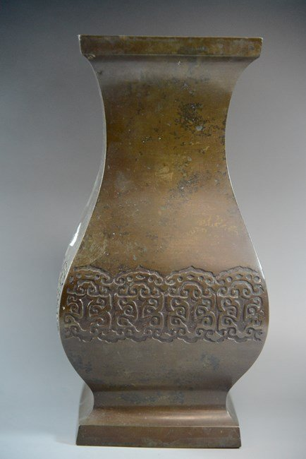AN CHINESE BRONZE CARVING VASE,