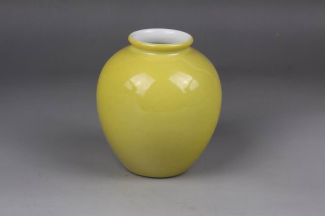 AN CHINESE QING DYNASTY  PORCELAIN YELLOW AR ,