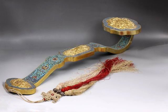 AN CHINESE QING CLOISONNE  GOLD ATTACHED RUYI SCEPTER,