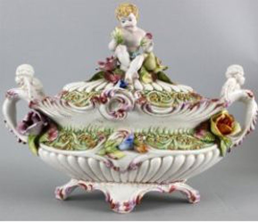 AN FRENCH PORCELAIN ANGELS CONTAINER.