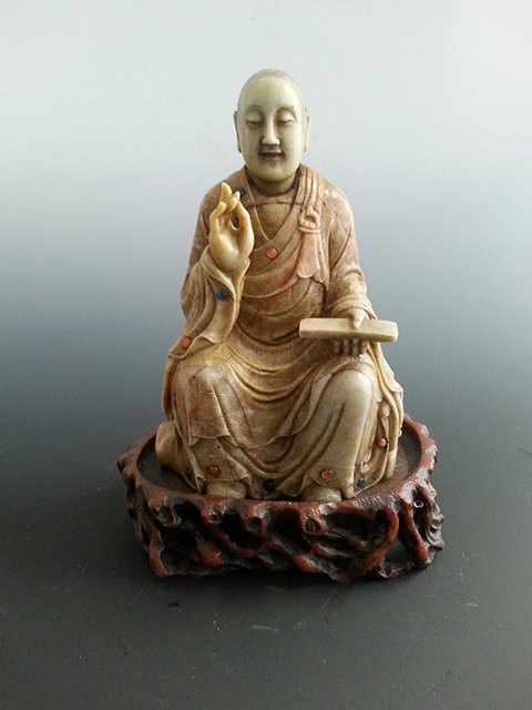 A CHINESE CARVED SHOUSHAN STONE BUDDHA