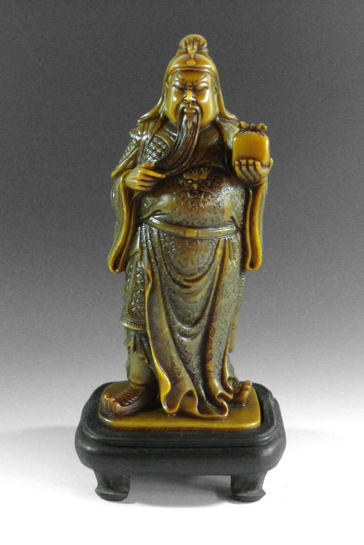A CHINESE SHOU STONE CARVED GUAN YU STATUE WITH STAND